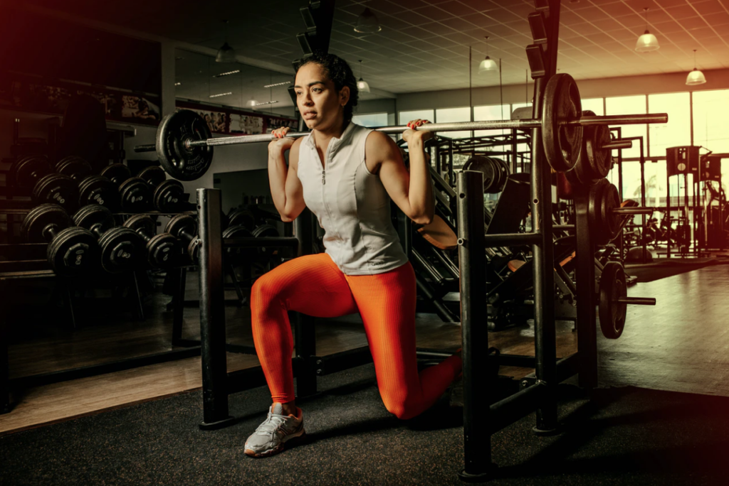 get shredded student lunge with weights