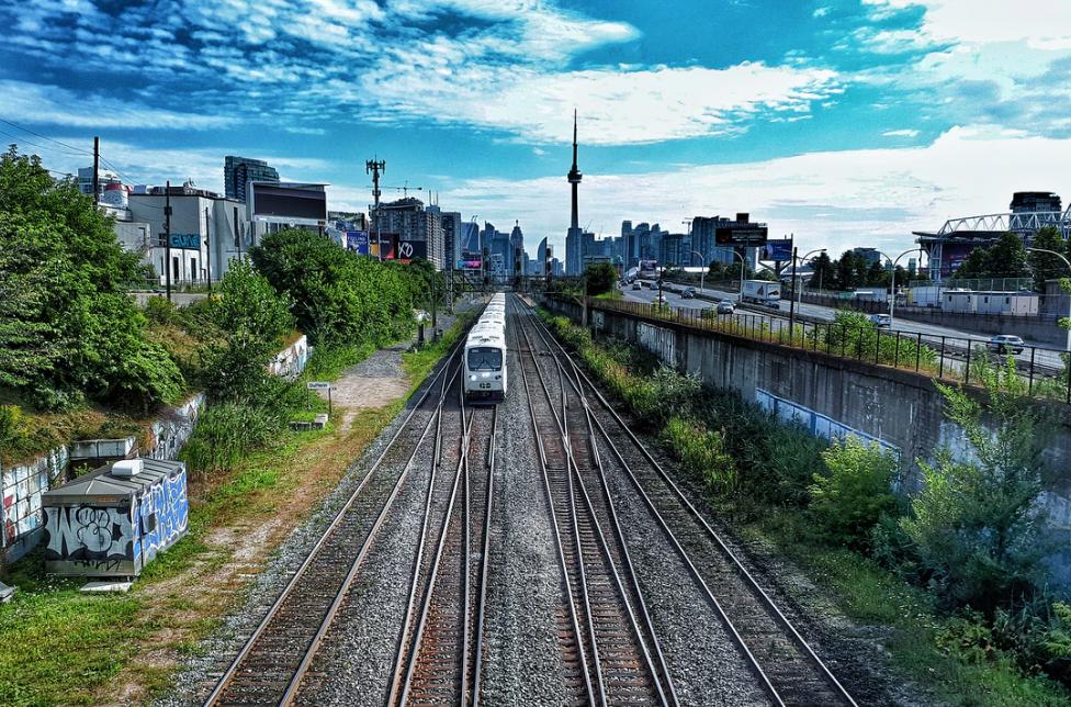 go-train toronto CN tower